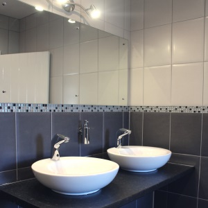 Advantages of Using Black and White Border Tiles